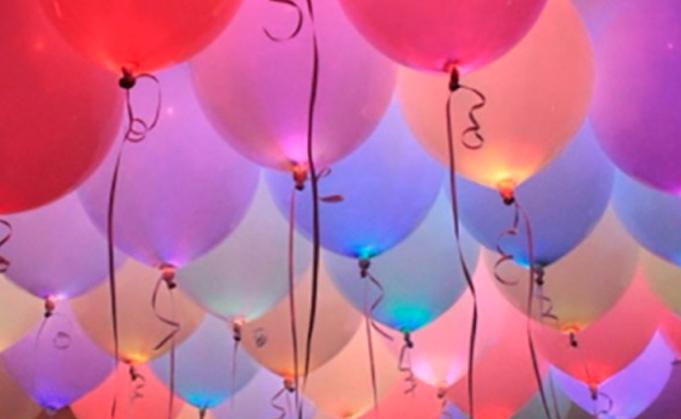 Ballons mit LED Lichtern als Alternativen zum Feuerwerk